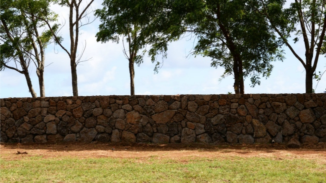 Some Hawaii Neighbors Grumbling About Mark Zuckerberg's Wall