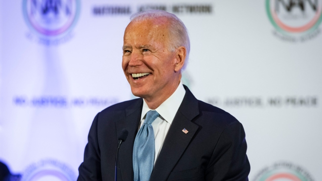 Biden Doesn't Recall Alleged Kissing Incident in 2014