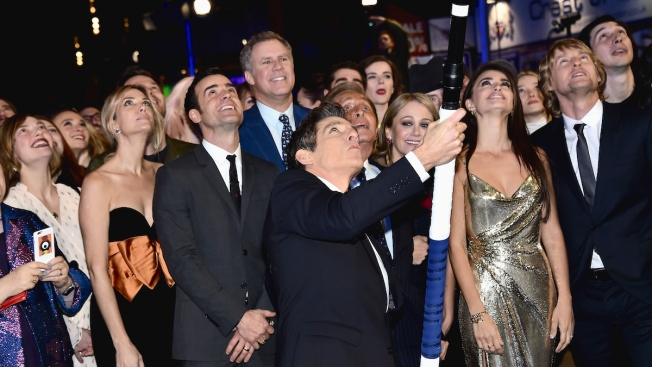 Ben Stiller Sets World Record for Longest Selfie Stick at 'Zoolander 2' Premiere