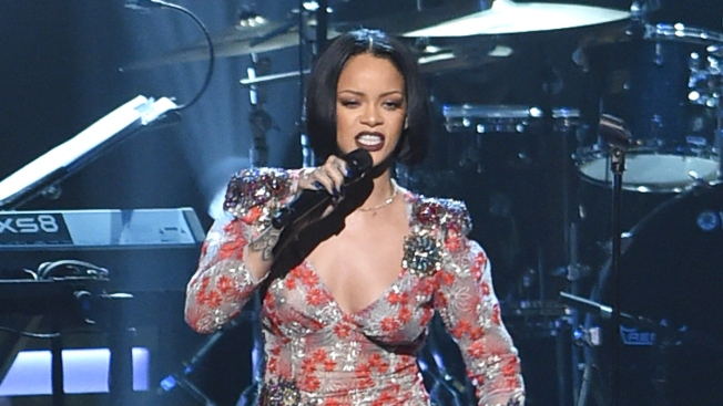 Rihanna Cancels 2016 Grammys Performance at the Last Minute, Needs 'Vocal Rest'