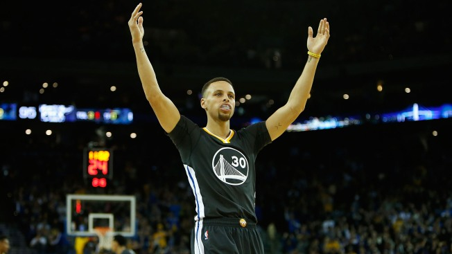 Warriors Break All-Time Record for 3-Pointers in One Season