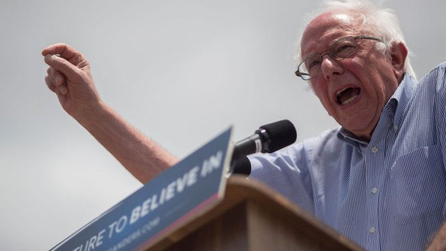 Sanders Stops by Berkeley for Private Chat on Economic, Trade Issues
