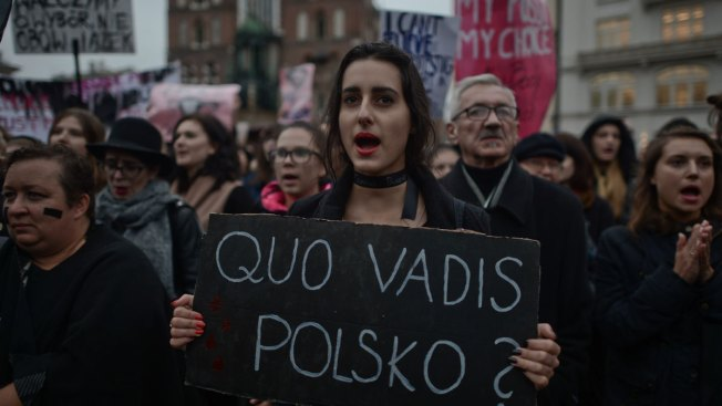 Polish lawmakers overwhelmingly reject total ban on abortion