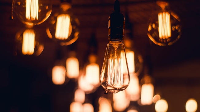 Trump Rolls Back Regulations on Energy-Saving Light Bulbs