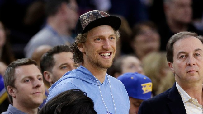 Giants Outfielder Hunter Pence Sits Courtside at Warriors Game Against Suns