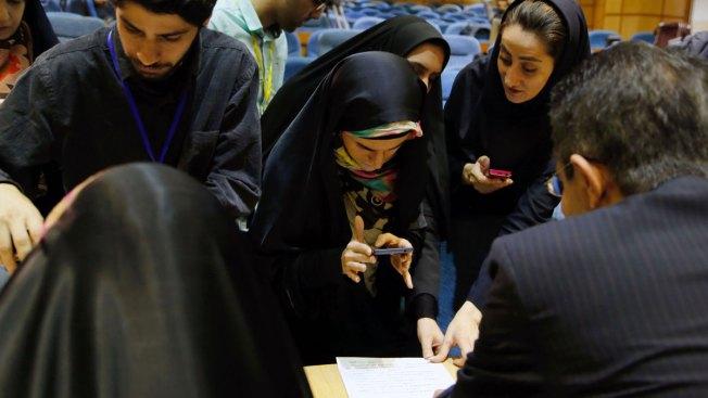 Iranian Moderates Win Majority in Parliament