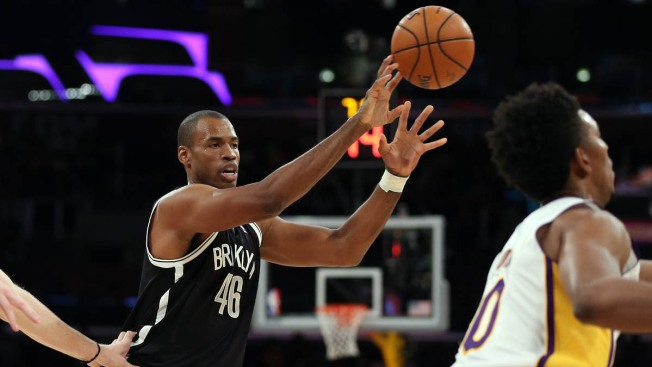 Jason Collins Signs With Nets, Becomes 1st Openly Gay Player