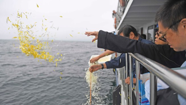 Family Scatters Chinese Nobel Laureate's Ashes Into the Sea