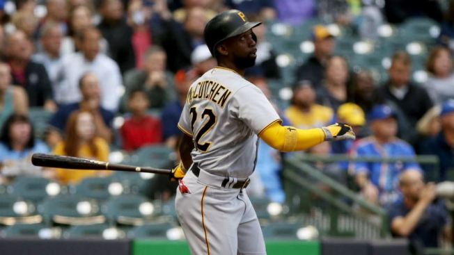 San Francisco Giants acquire Andrew McCutchen from Pirates