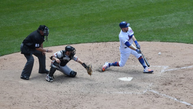 Mets Start Fast With 2 HRs, Frazier Shot in 8th Beats SF 7-3