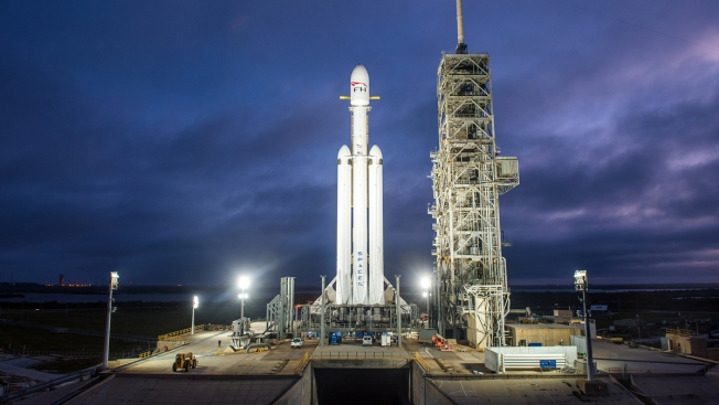 SpaceX's New Monster Rocket Falcon Heavy Ready for First Test Flight