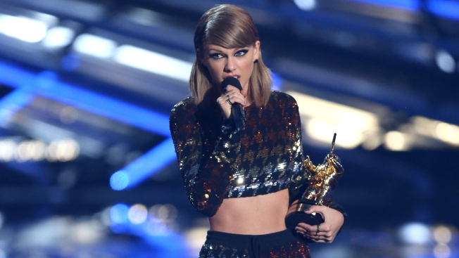 Simon & Schuster to Publish Crowdsourced Taylor Swift Book
