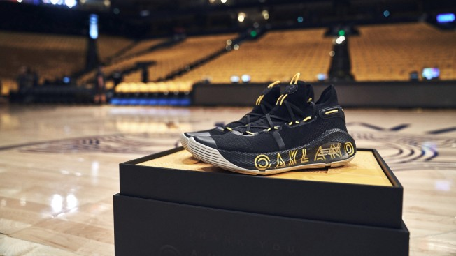 finest selection b235d c30df Steph Curry Uses Shoes to Thank 30 People for His 10 Years ...