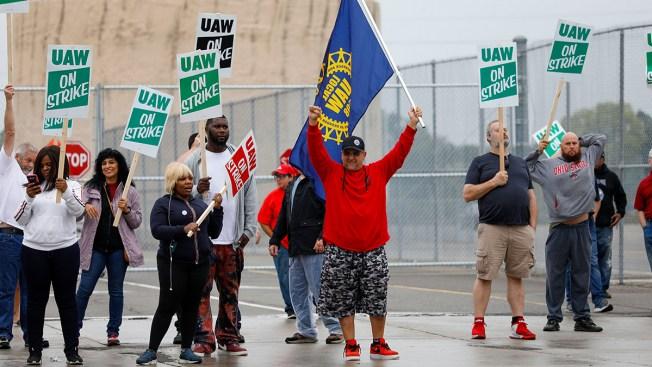 UAW Strike Puts Trump, GOP in Political Bind in Key States