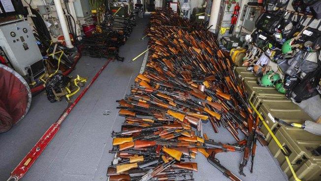 Australia Finds 2,000 Weapons on Somalia-Bound Fishing Boat