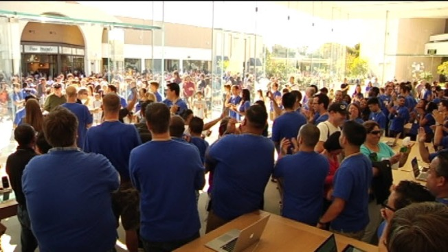 New Apple Store Opens at Stanford Shopping Center