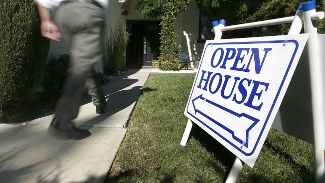 Mortgage Rates Edge Lower; 30-Year Rate at 4.71 Percent