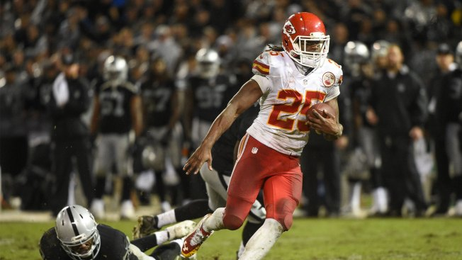 Ware, Smith help lead Chiefs to 26-10 over Raiders
