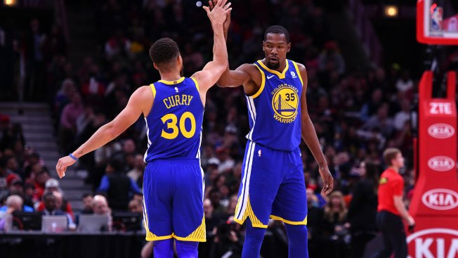 Warriors stumble in Houston, breaking road streak