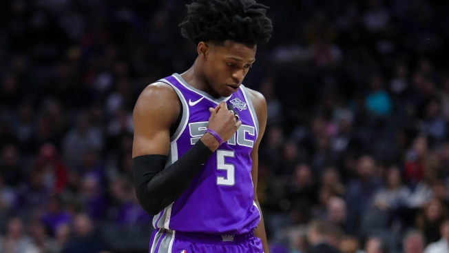Kings guard Fox out for at least two weeks with torn quad