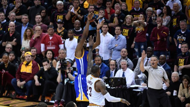 Vegas Play of the Day: Warriors at Cavaliers