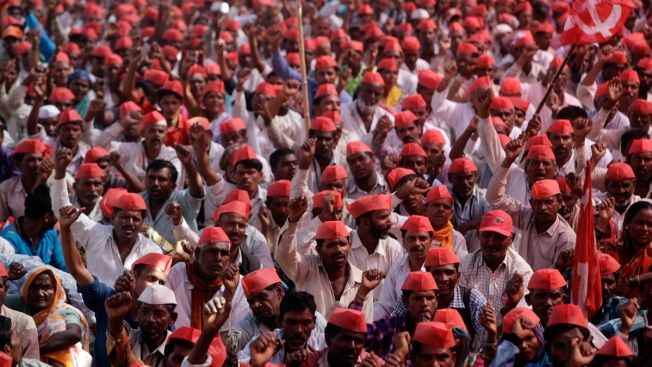 Thousands of Indian Farmers March to Demand Government Help