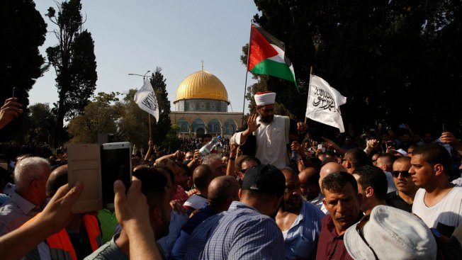 Clashes Erupt at Jerusalem Shrine as Muslims Return to Pray