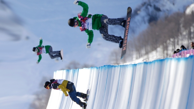 """""""Brutal"""": Top Snowboarders Shaun White, Danny Davis Pan """"Brutal"""" Sochi Halfpipe on Eve of Competition"""