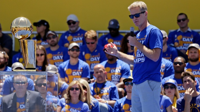 Kerr Feels Like'an Idiot for Forgetting Curry During Speech at Warriors Parade