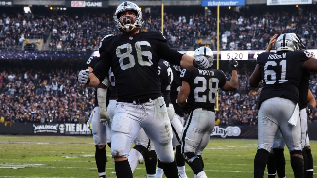 Raiders Release Veteran Tight End Lee Smith After Drafting Foster Moreau