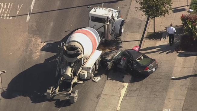 Crash Into Cement Truck During Pursuit Injures Five in Oakland