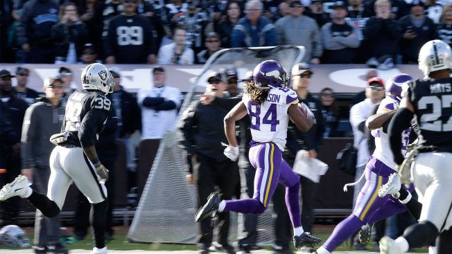 Raiders sign former Vikings WR Patterson