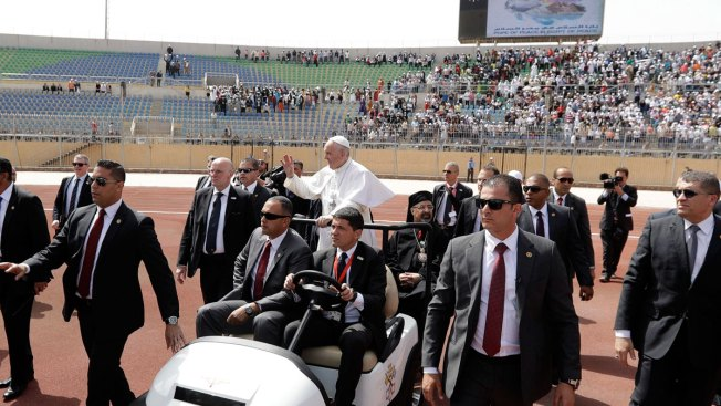 In Egypt, pope seeks rejection of violence
