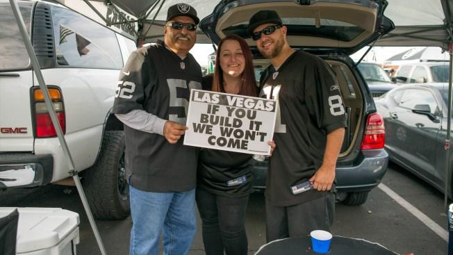 Raiders Fans Send Message on Vegas, Fly Banner Over Oakland Coliseum