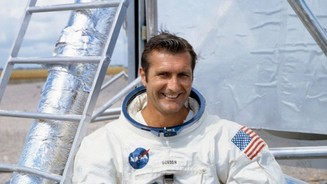 Apollo 12 Astronaut Richard Gordon, Who Circled Moon, Dies
