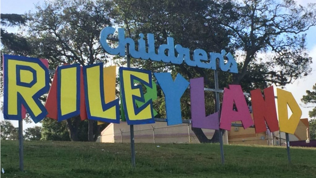 R-I-L-E-Y-L-A-N-D: Children's Fairyland Gives Nod to Riley Curry With Sign