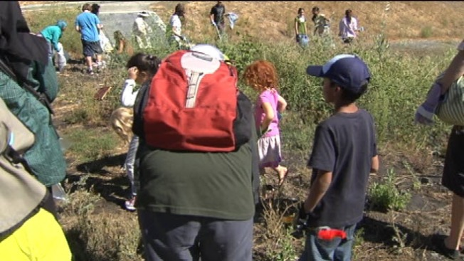 Jewish, Muslim Teens Work Together to Clean San Jose River