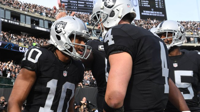 Raiders sign receiver Seth Roberts to two-year extension