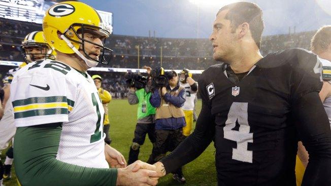 New Raiders TE Cook Sees Similarities Between Carr, Rodgers