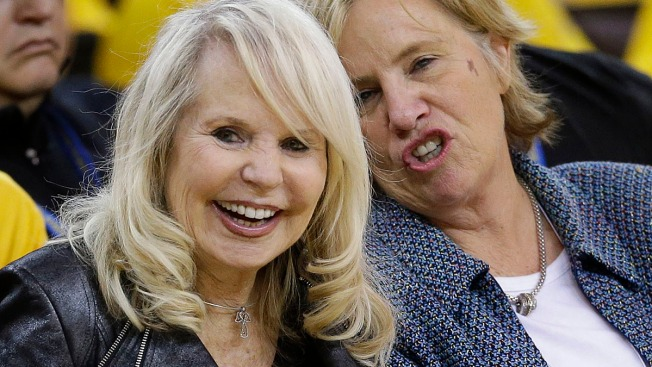 Estranged Wife of Donald Sterling Says She Will Fight for Clippers: Report