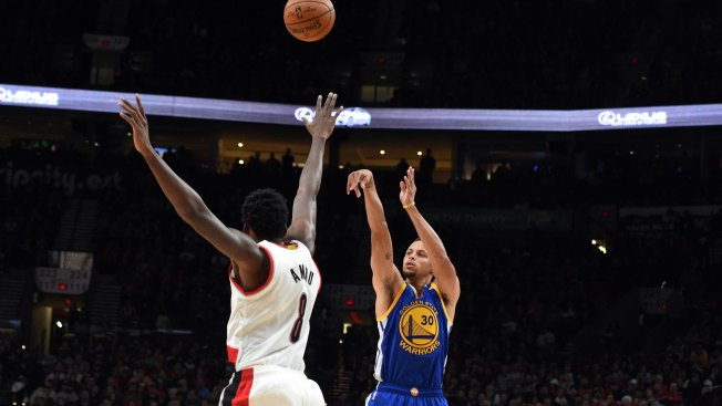 Curry Passes Former Warriors Great on Career 3-point List