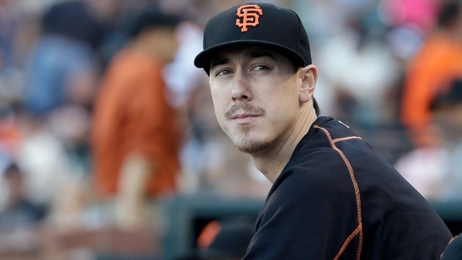 Giants Great Tim Lincecum Given Standing Ovation in Oracle Park Return