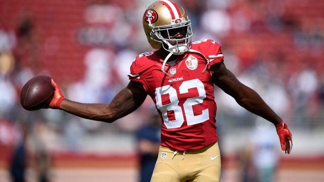 49ers WR Torrey Smith Leaves With Concussion