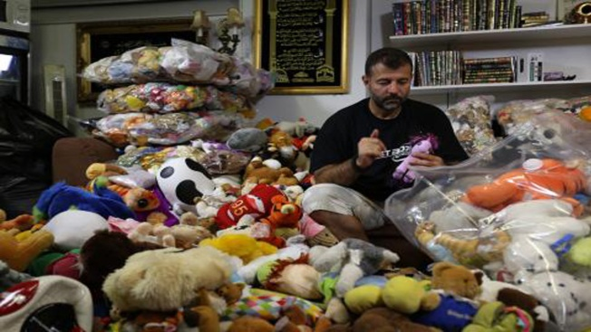 'Toy Smuggler' Rami Adham Brings Smiles to Syria's Children