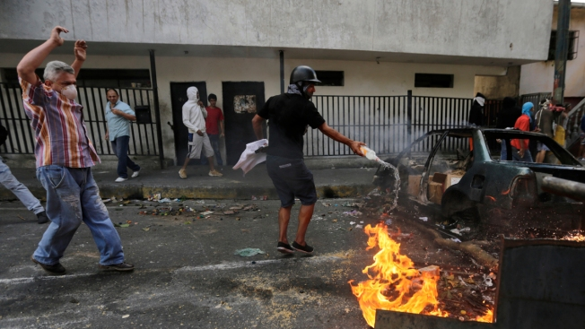 Venezuela Quells Soldiers' Revolt, Top Court Blasts Congress