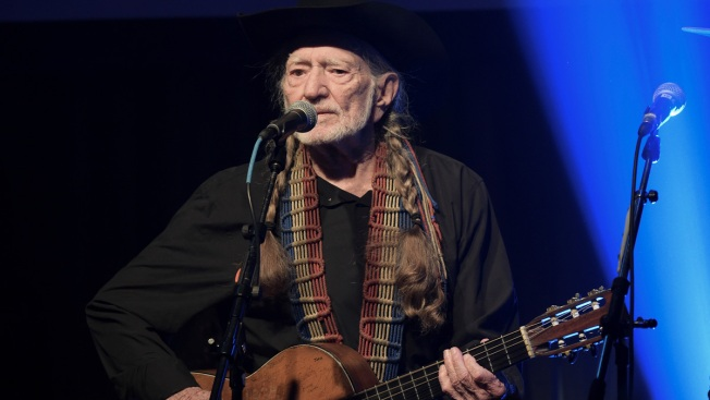 Willie Nelson Cancels Tour, Cites 'Breathing Problem'