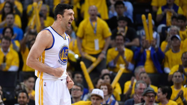 Warriors bring back starting center Zaza Pachulia on one-year deal