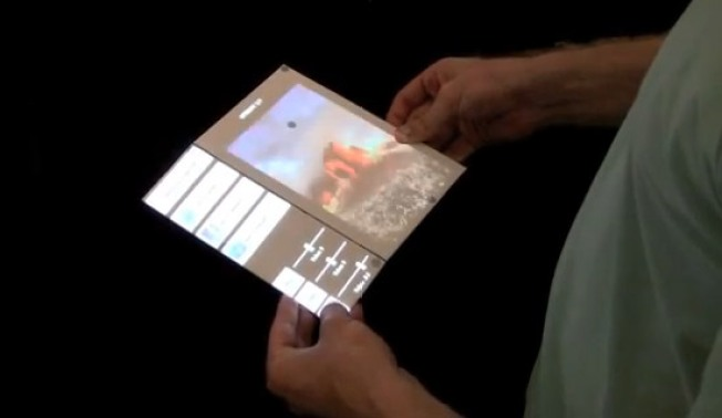 Foldable Touch Screens Should Be Future of E-Books