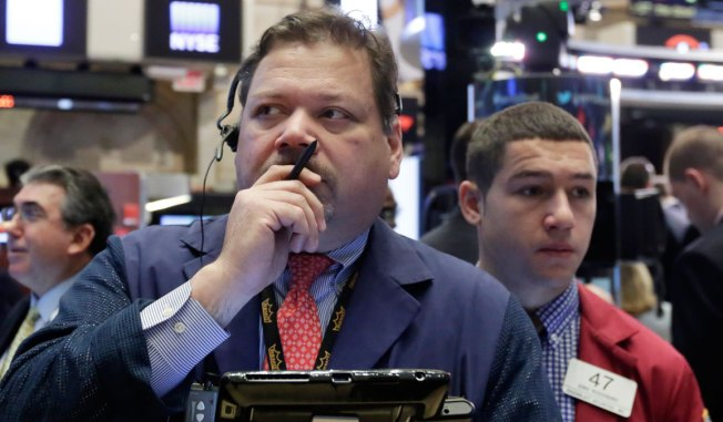 Dow Futures Fall 100 Points as Oil Rally Falters