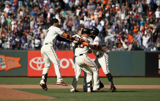 Giants Top Cubs on Buster Posey's Walkoff Hit in the 13th